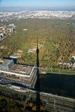 A sombra da torre da televisão de Ostankino com Fotografia de Stock