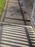 Sombra de la acera imagen de archivo