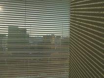 Sombra de la cortina en la pared Imagen de archivo