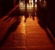 Sombra de la gente que recorre Fotos de archivo