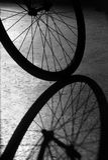 Sombra de la rueda de la bici Imagen de archivo libre de regalías