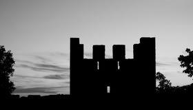 Sombra de la torre medieval del castillo de Lisboa en la puesta del sol Imagen de archivo libre de regalías