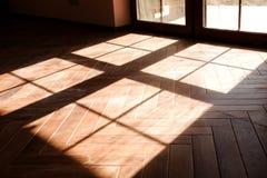 Sombra de la ventana en el piso fotos de archivo