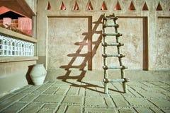 Sombra de madera del bastidor de la escalera en la noche Foto de archivo
