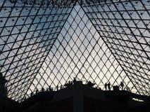 Sombra de Musée du Louvre fotos de archivo