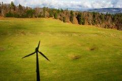 Sombra de uma turbina eólica Imagem de Stock Royalty Free