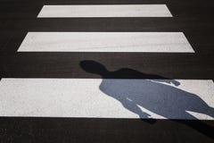 Sombra del camino de ciudad del paso de peatones Fotografía de archivo libre de regalías