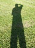 Sombra del fotógrafo en hierba Imagen de archivo libre de regalías