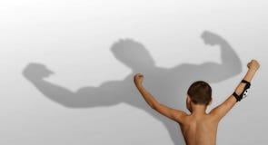 Sombra del muchacho y del bodybuilder Foto de archivo libre de regalías