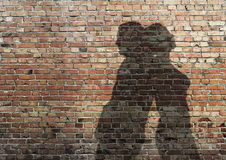 Sombra do homem e da mulher na parede Fotos de Stock Royalty Free