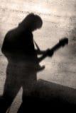 Sombra do jogador de guitarra fotos de stock
