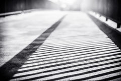 Sombra dos trilhos na ponte Fotografia de Stock Royalty Free