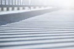 Sombra dos trilhos na ponte Foto de Stock