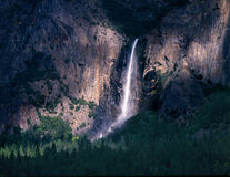 Sombra e luz das quedas de Bridalveil do parque nacional de Yosemite Imagens de Stock Royalty Free