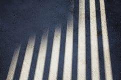 Sombra en la acera concreta foto de archivo