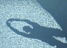 Sombra en la piscina Foto de archivo libre de regalías