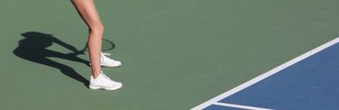 Sombra fêmea do jogador de tênis Imagens de Stock