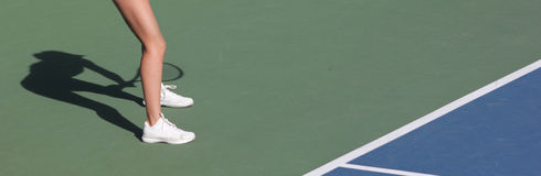 Sombra femenina del jugador de tenis Imagenes de archivo
