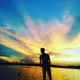 Sombra humana por el cielo Imagen de archivo libre de regalías