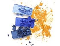 A sombra para os olhos azul da paleta no amarelo esmagou a cor cosmética Imagem de Stock Royalty Free