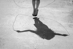 Sombras da corda de salto Fotos de Stock Royalty Free