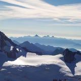 50 sombras de azul en las montañas Imágenes de archivo libres de regalías