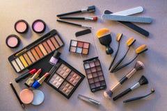 Sombras de ojos de la barra de labios del maquillaje de los cosméticos fotografía de archivo libre de regalías