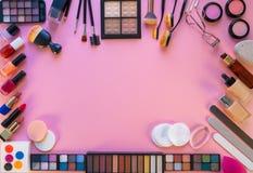 Sombras de ojos de la barra de labios del maquillaje de los cosméticos foto de archivo libre de regalías