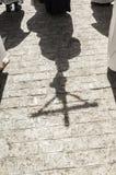 Sombras de un crucifijo Foto de archivo