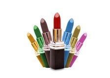 Sombras del lápiz labial del multicolor aisladas en blanco Fotografía de archivo