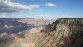 Sombras do lance das nuvens em Grand Canyon, o Arizona Foto de Stock