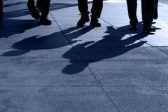 Sombras do passeio dos povos Fotografia de Stock
