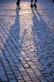 Sombras do pessoa de passeio Imagens de Stock Royalty Free