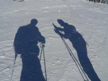 Sombras dos esquiadores na neve Imagens de Stock