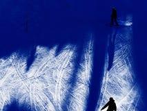 Sombras dos esquiadores na neve Imagens de Stock Royalty Free