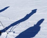 Sombras dos esquiadores na neve Fotografia de Stock