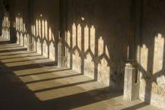 Sombras en claustros. Wiltshire. Reino Unido Fotografía de archivo