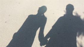 Sombras, hombres y mujeres móviles almacen de video
