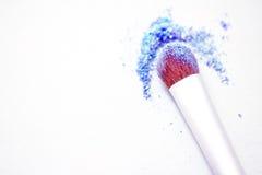 Sombreador de ojos y cepillo azules con el copyspace Imagen de archivo