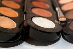 Sombreadores de ojos y cepillo de Pallete para el maquillaje Foto de archivo