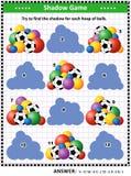 Sombree el juego a juego con los montones del fútbol y de otras bolas Fotos de archivo