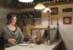Sombreie vinhos, d'ombra do vino, e deleites em Al Timon Foto de Stock