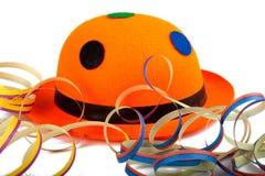 Sombrero anaranjado del carnaval con los bobinadores de cintas en modo continuo Fotos de archivo