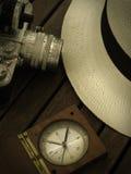 Sombrero, cámara y compás Foto de archivo