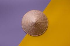 Sombrero cónico en fondo creativo Imagen de archivo libre de regalías