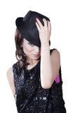 Sombrero de ala que desgasta de la mujer bastante caucásica Imagen de archivo libre de regalías