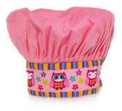 Sombrero de cocinar rosado, con el modelo, los corazones, las flores y los búhos multicolores El modelo en el casquillo en los co Fotos de archivo libres de regalías
