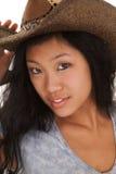 Sombrero de copa azul de la mujer asiática serio Imagen de archivo libre de regalías