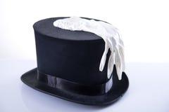 Sombrero de copa negro del mago con el guante blanco Imágenes de archivo libres de regalías