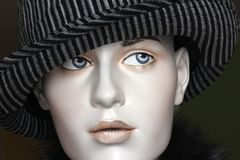 Sombrero de Fedora en la pista del maniquí Foto de archivo libre de regalías
